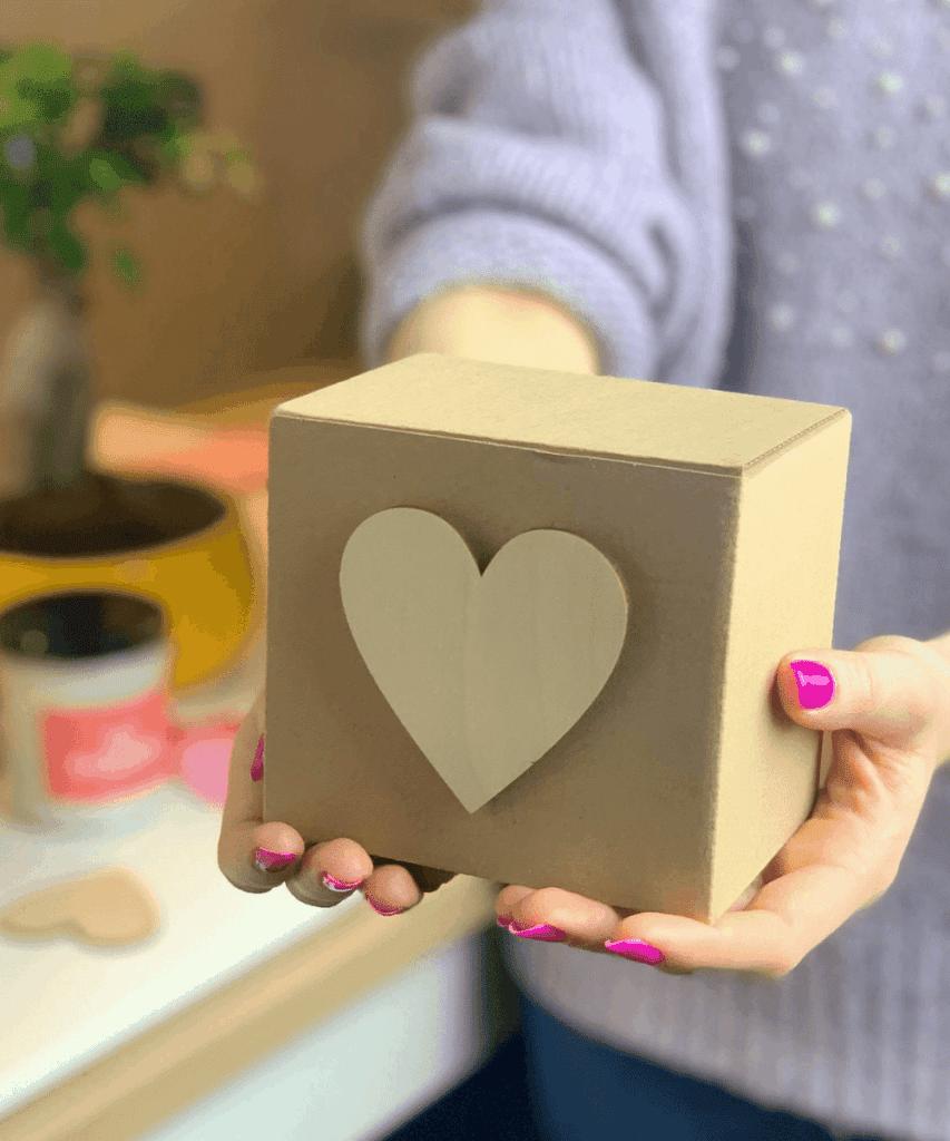 świeca na prezent ozdobnie pakowana